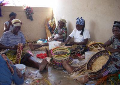 Uganda (59) – Mandenmakerij – geadopteerd door KVG Hoorn en stichting Helden Tucker