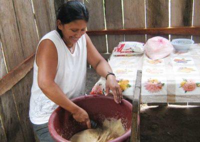 Bolivia (8) – Professionele bakkerij voor ontbijt op scholen – geadopteerd door mevr.  Thea de Poel