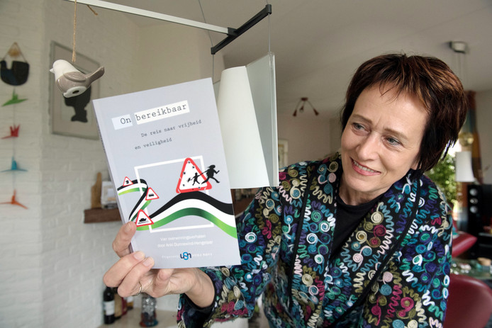 Ankie Dunnewind presenteert haar boek On Bereikbaar