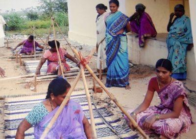 India (51) – Weefgetouw voor vloermatten – sponsoren gezocht voor 3.025 euro