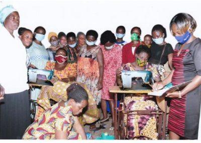 Oeganda (91) – Weduwen maken kleding en boodschappentassen – sponsoren gezocht voor 2.995 euro